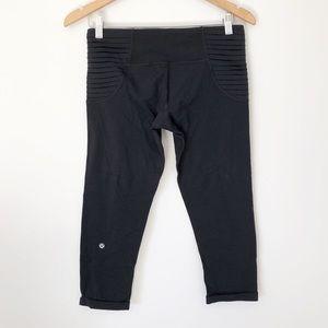 Lululemon cropped black leggings w pleated sides 8